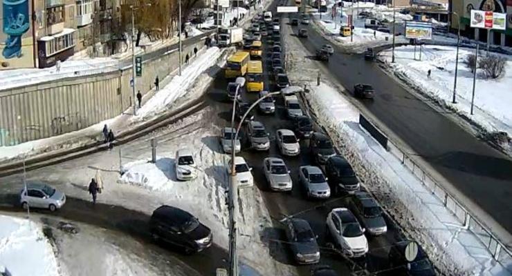 Пробки в Киеве: солнечное утро омрачают заторы