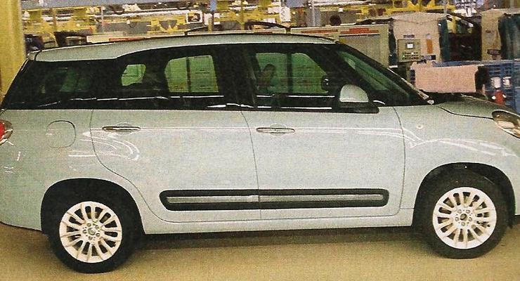 Новый семиместный Fiat 500 попался без камуфляжа