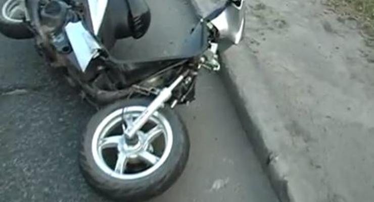 В Киеве пьяный скутерист сбил девочку на переходе