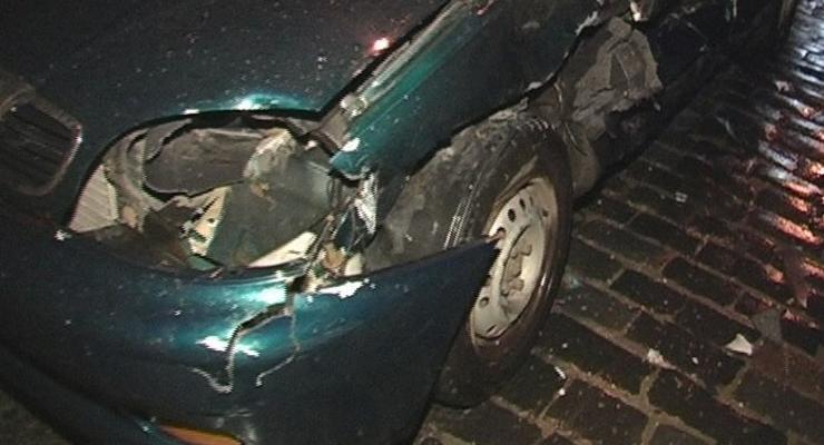 В Киеве Lexus снес с дороги Lanos, виновника ищут