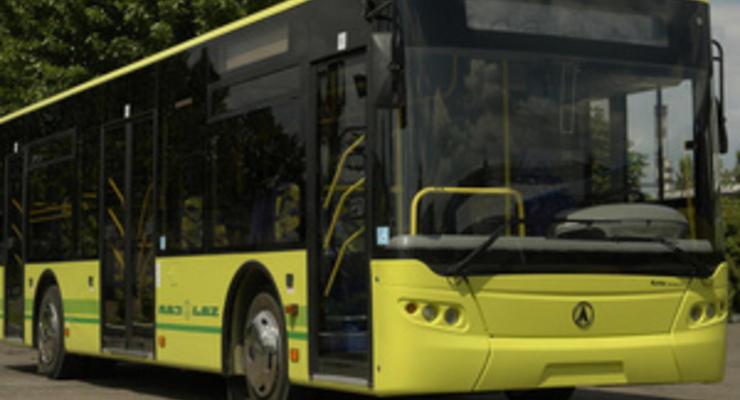 Львов вынудили заплатить ЛАЗу за поставленные к Евро-2012 автобусы - Ъ