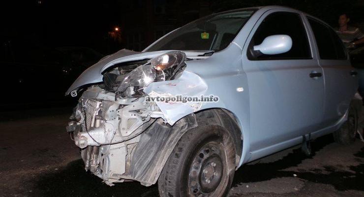 В Киеве пьяная девушка разбила сразу пять автомобилей