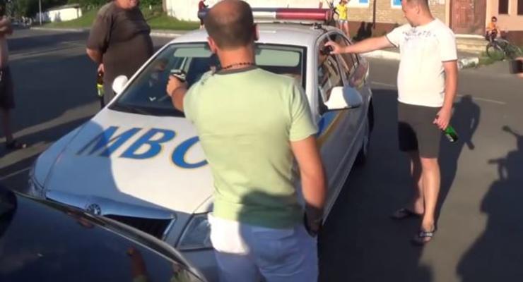 Беспредел в Буче: люди спасли водителя от Кобры (ВИДЕО)