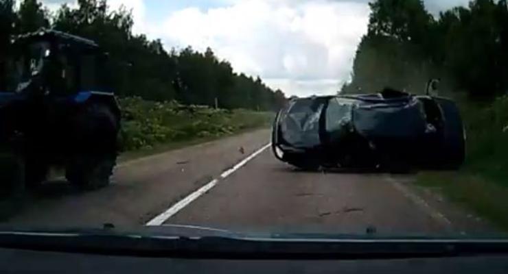 Водитель увернулся от кувыркающейся машины (ВИДЕО)