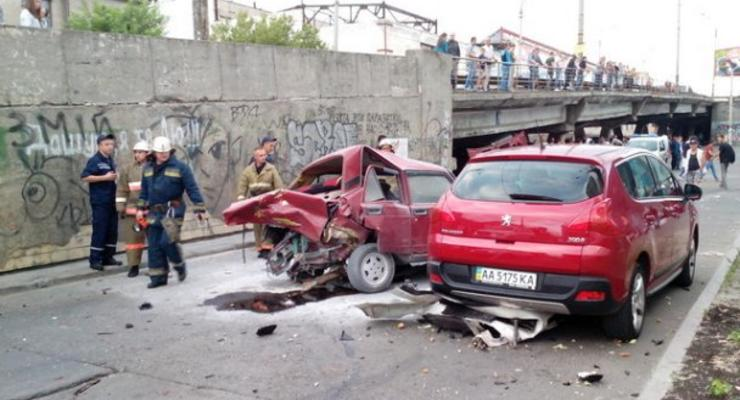 В Киеве пьяный водитель Infiniti разбил пять машин