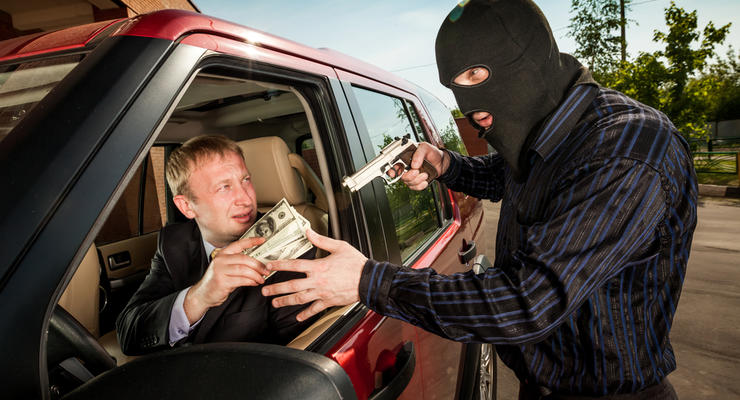 Киевских водителей все чаще грабят на перекрестках