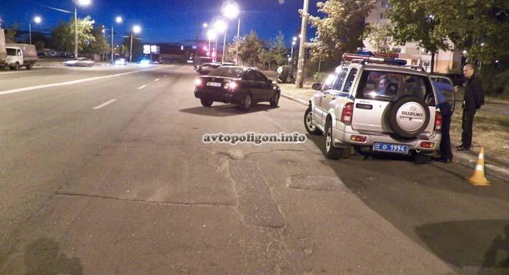 Без тормозов: На Троещине Lexus на огромной скорости сбил девушку (ФОТО, ВИДЕО)