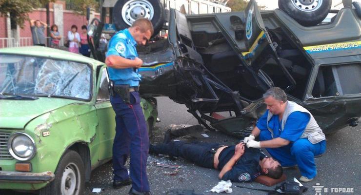 ВИДЕО ДТП: милицейский УАЗ взлетел и упал на Жигули