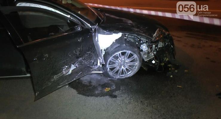 ВИДЕО как Audi A8 влетела в такси и убила водителя