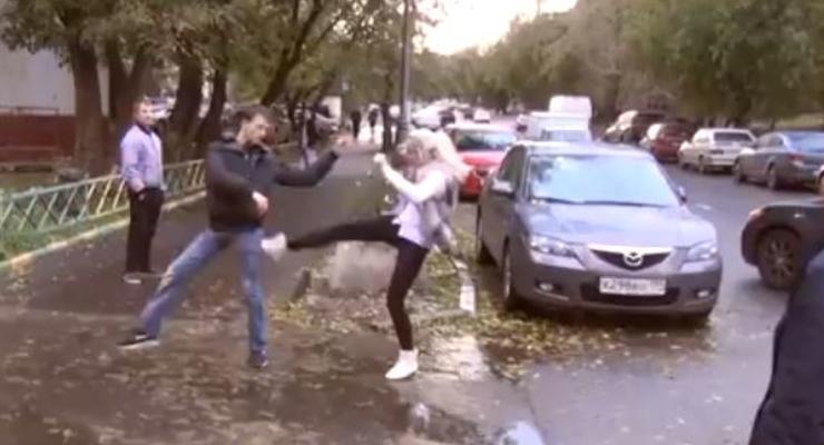 Дама на Audi давила людей и била их ногами (ВИДЕО)