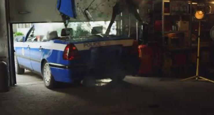 Девушки сделали полицейский кабриолет (ВИДЕО)