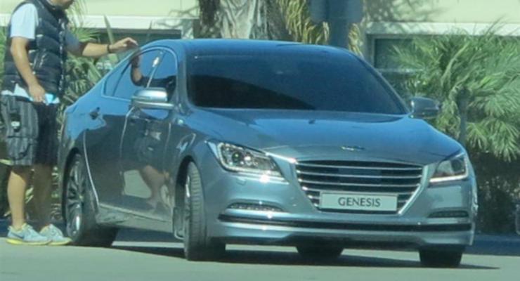Новый Hyundai Genesis попался на камеру без камуфляжа