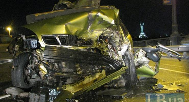 ВИДЕО: на мосту Патона в лоб столкнулись две машины