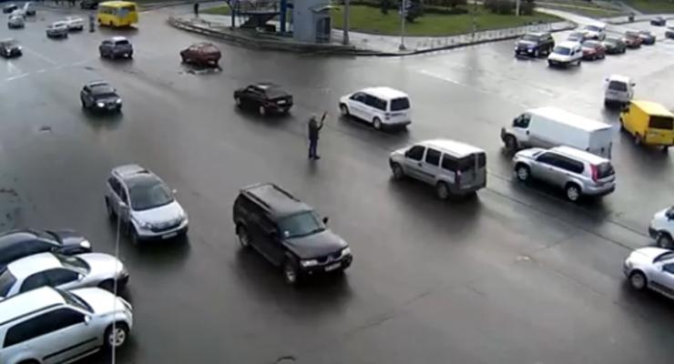 Киевского регулировщика-добровольца могут оштрафовать