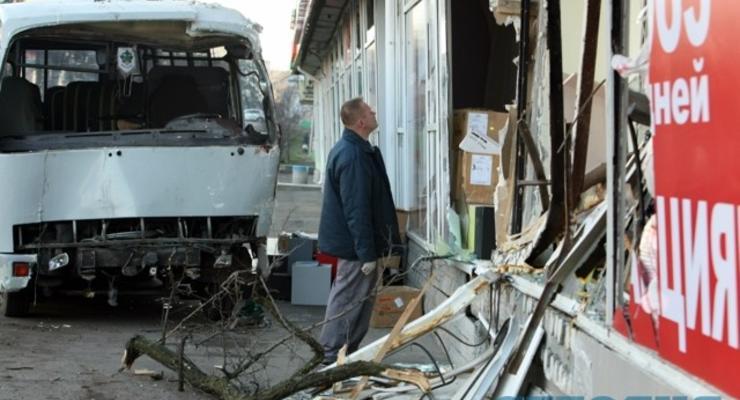 ВИДЕО: в Киеве автобус на скорости протаранил магазин