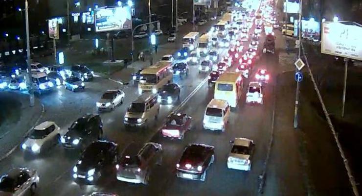 В Киеве многокилометровые пробки. Объезжайте центр
