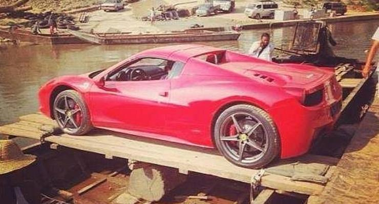 Эй, ухнем: как Lamborghini и Ferrari переплывают границу