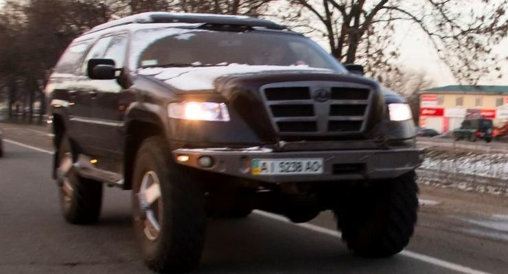 По Киеву ездит Бизон - огромный самодельный джип