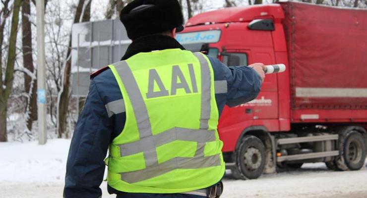 Снежный коллапс: ГАИ сообщила, где перекрыты дороги