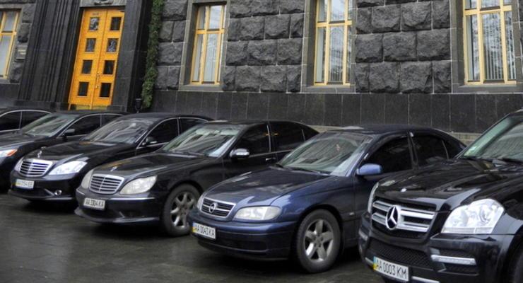 Автомобили чиновников хотят освободить от налогов