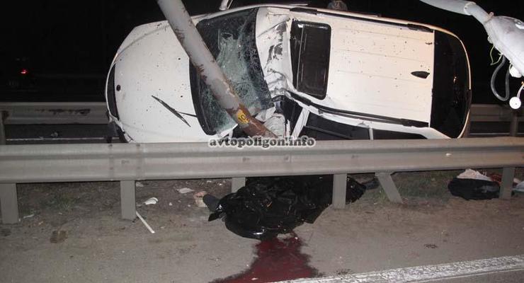 В Киеве разбился кроссовер. Погибли два человека
