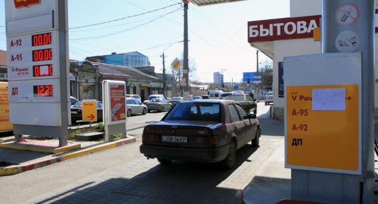 На многих заправках в Крыму кончился бензин