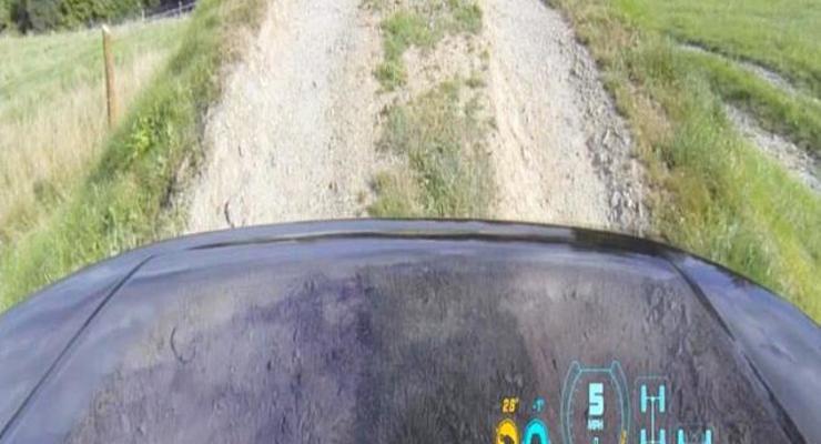Новая технология Land Rover: под капотом видно дорогу