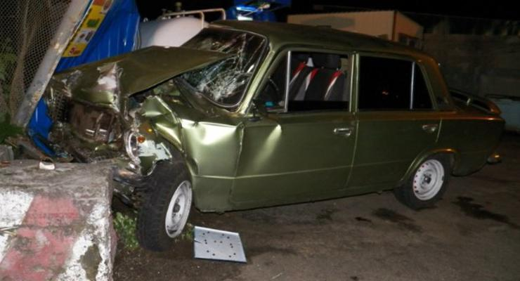 В Киеве пьяная девушка угнала машину и протаранила заправку