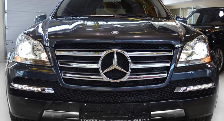 В автопарке Нацбанка 200 машин, в том числе Mercedes за 2,5 миллиона