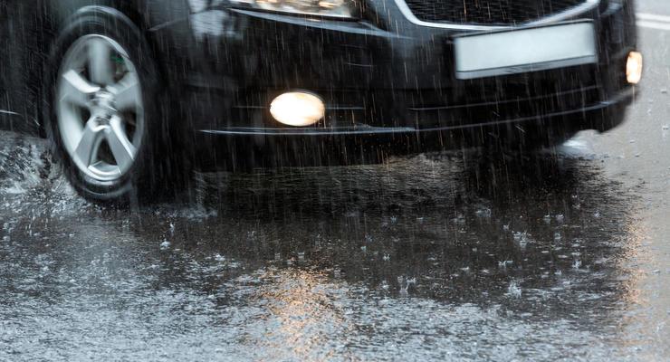 Как водить машину во время дождя