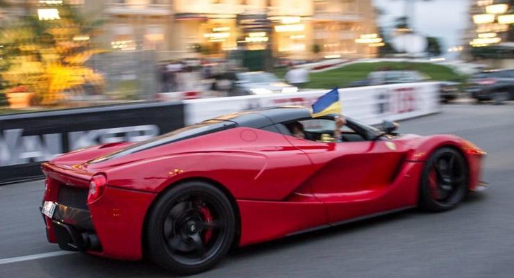 В Монако «засветилась» роскошная LaFerrari с украинским флагом