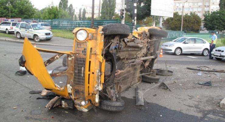 В Киеве угонщики протаранили Тойоту. Погибли два человека (фото)