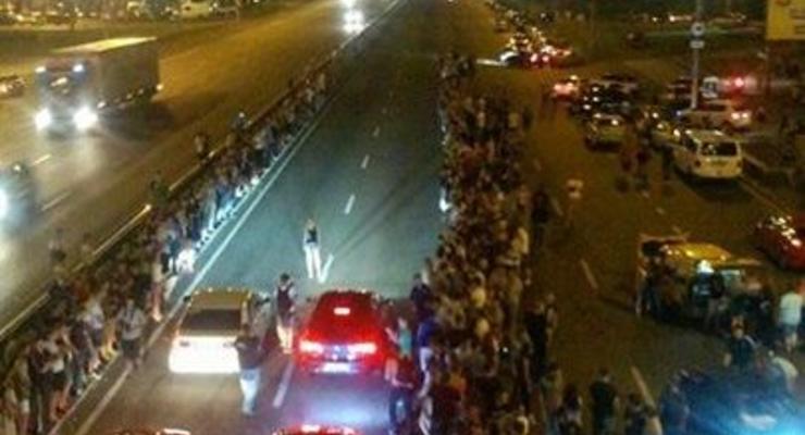 Поймать и на фронт! Киевляне возмущены ночными гонками на Бажана (фото)