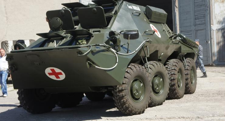 Первую в Украине «бронекарету» скорой помощи подарили десантникам