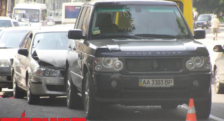 Олег Ляшко продает свой «небитый» Range Rover на нужды армии (фото)