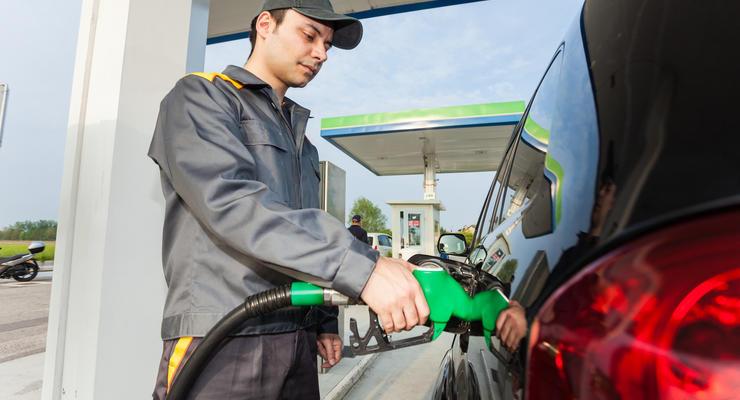 Крупнейшие сети АЗС в Украине существенно снизили цены на бензин
