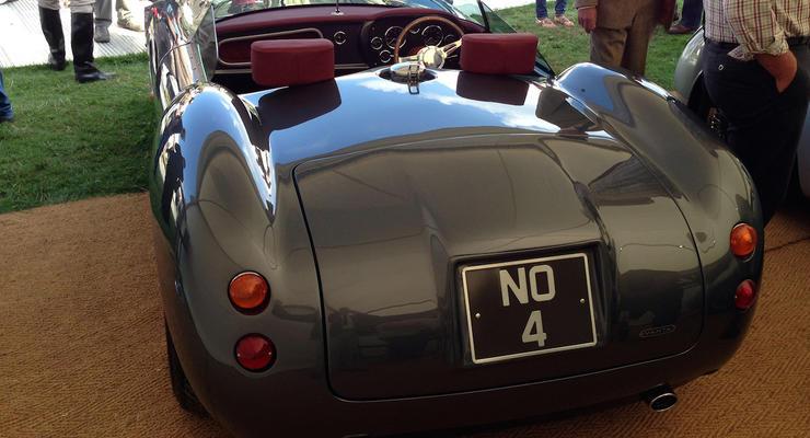 В Великобритании выпустили новый ретро-спорткар без лобового стекла