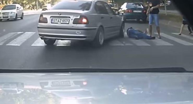 Водителю сделали замечание, а он в ответ намеренно сбил пешехода (видео)