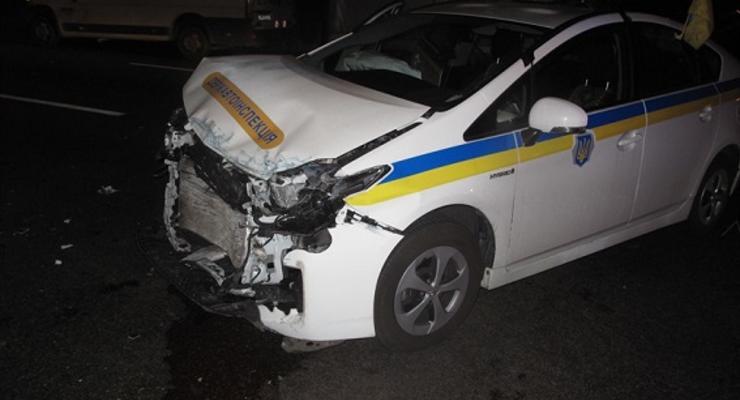 Появилось видео, как в Киеве гаишная Тойота столкнулась с Мерседесом
