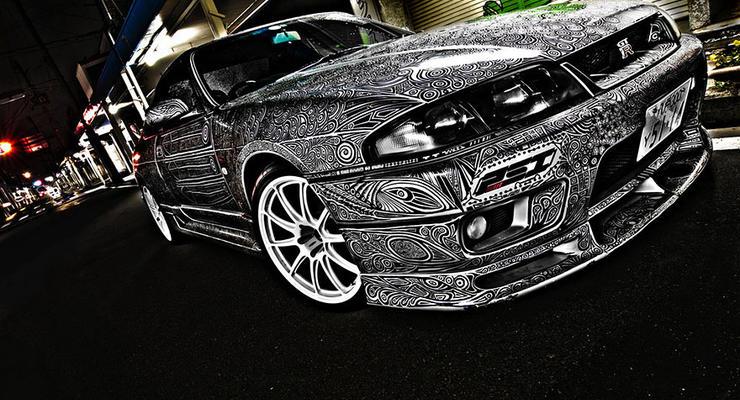 Супружеский тюнинг: жена красиво разрисовала автомобиль мужа (фото)