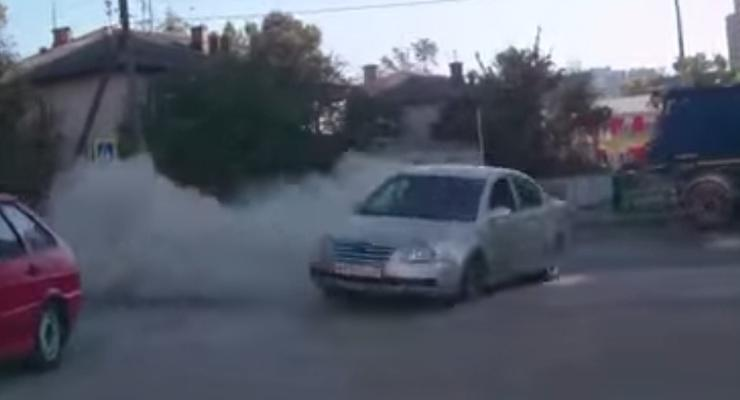 В России угонщики разбили машину в красочном дрифте (видео)