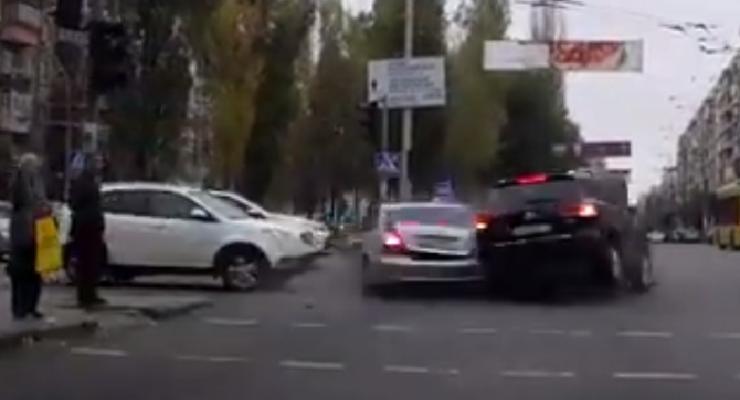 Полет на красный. Появилось видео масштабного ДТП в центре Киева