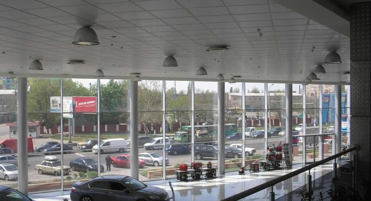 Дилеры начали продавать автосалоны в Украине, чтобы выйти из убытков