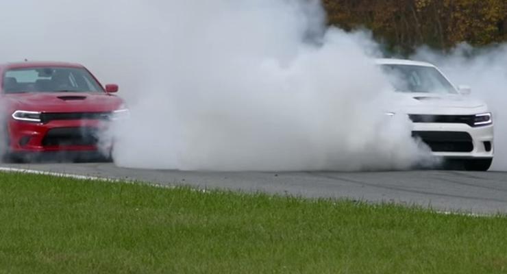 Как правильно жечь покрышки: водитель Dodge справился за полминуты (видео)