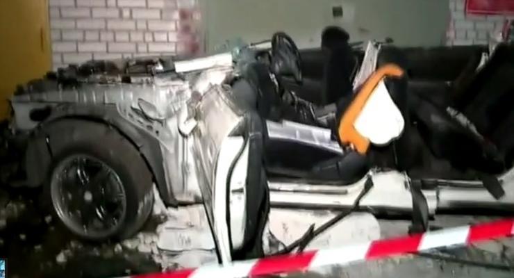 В России авто упало с парковки: четверо погибших (видео)