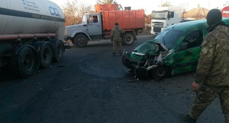 В Мариуполе военные попали в аварию (фото)