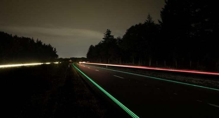 В Голландии открыли первое в Европе шоссе со светящейся разметкой (фото)