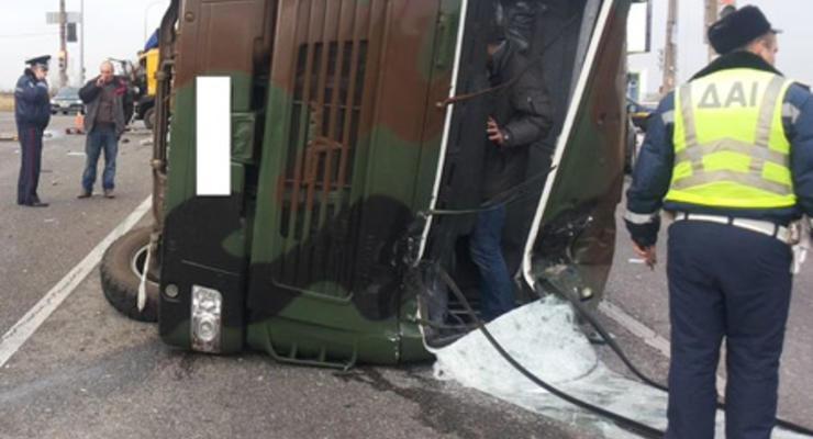 Под Харьковом военные попали в аварию, есть пострадавшие (фото)