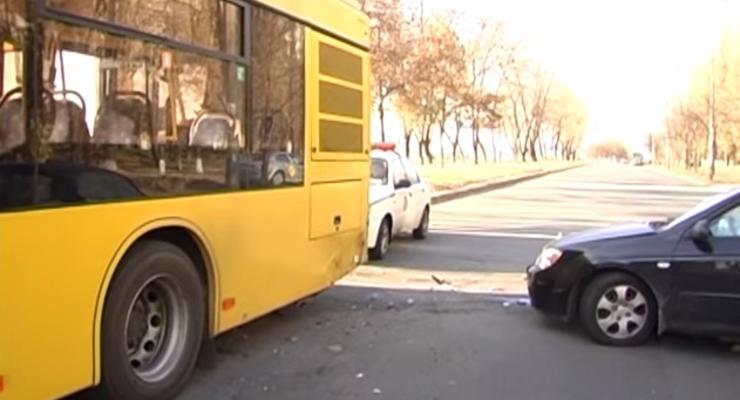 В Киеве авто опять врезалось в маршрутку (видео)