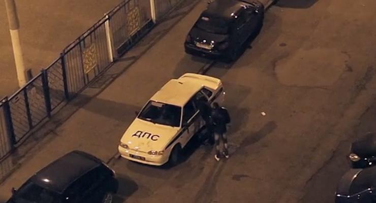 В России двое парней пытались ограбить машину ДПС (видео)